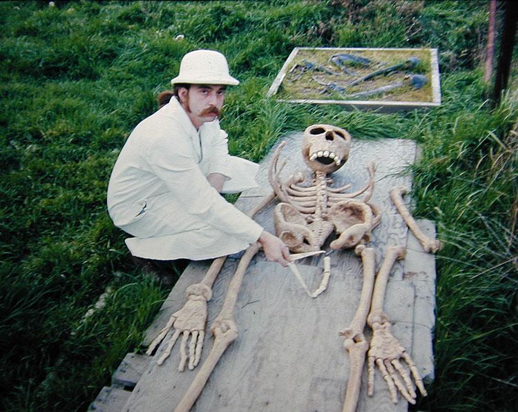 Vzhledem ke stáří kostry (zhruba 3,2 milionu let) se dochovalo.